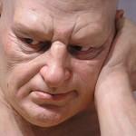 Le grandi sculture iperrealiste di Ron Mueck