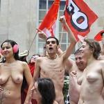 A Parigi i modelli delle scuole d'arte nudi per protesta