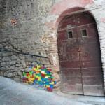 I Lego di Jan Vormann riparano i muri delle città