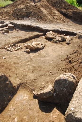 Veduta degli scavi con la piscina (la Repubblica.it)