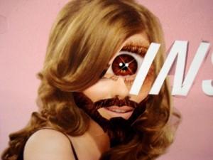 Poster Boy crea collages con i manifesti pubblicitari